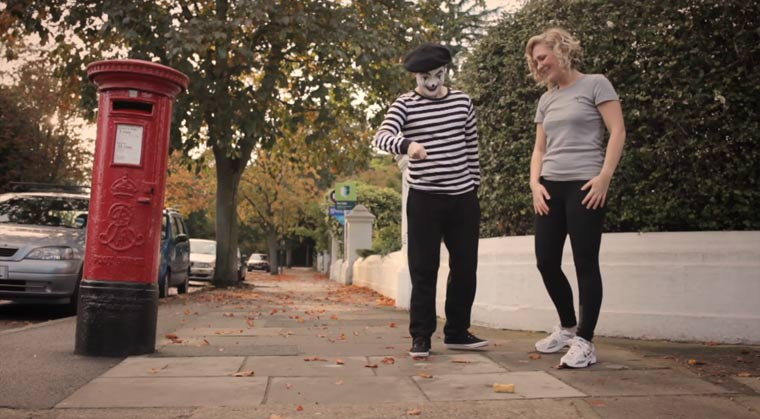 Short: The Girl Is Mime (mit Martin Freeman!) The_GIrl_Is_Mime_02