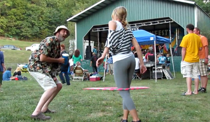 Fell in love with a Hulahoop-Girl