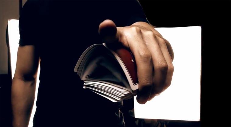 Spielkarten-Hand-Akrobatik card_flourishes