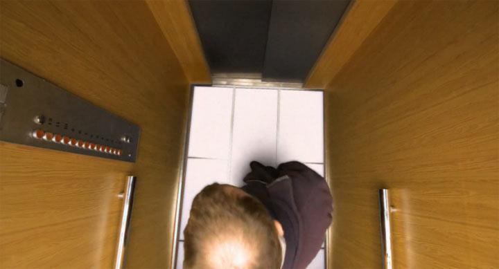 Streich: der wegfallende Fahrstuhlboden