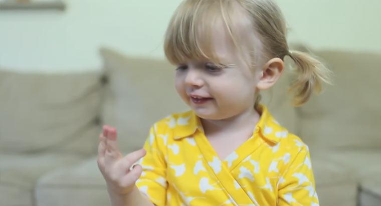 Übersüß: 2-Jährige macht Mama ein Geburstagsvideo