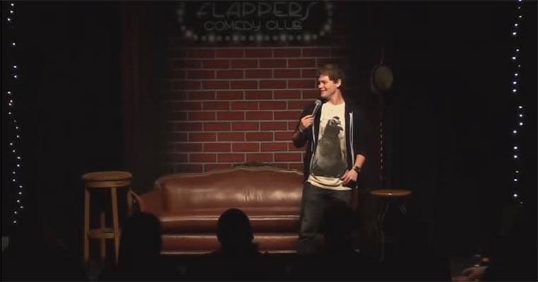 Humorvoll: Stotterer macht Comedy-Programm Drew_Lynch