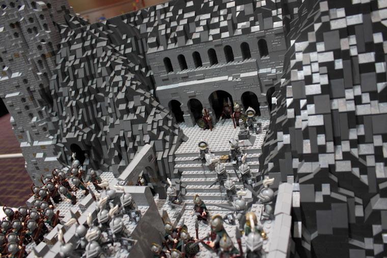 Helms Klamm aus 150.000 LEGO-Steinen Helms_lego-deep_02