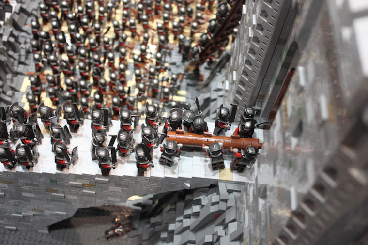 Helms Klamm aus 150.000 LEGO-Steinen Helms_lego-deep_03