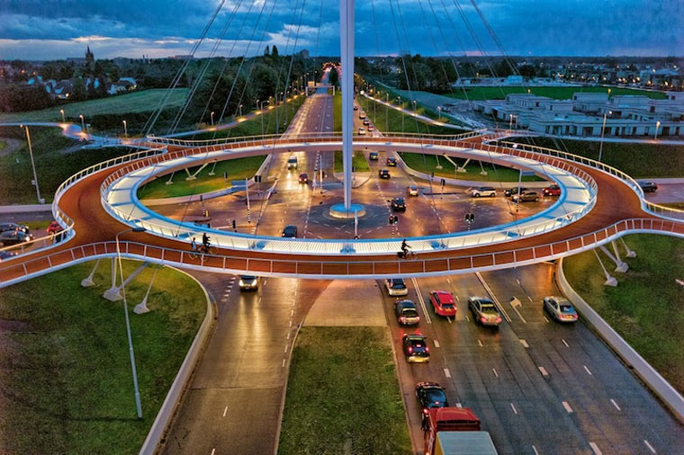 Der schwebende Kreisverkehr Hovenring_01