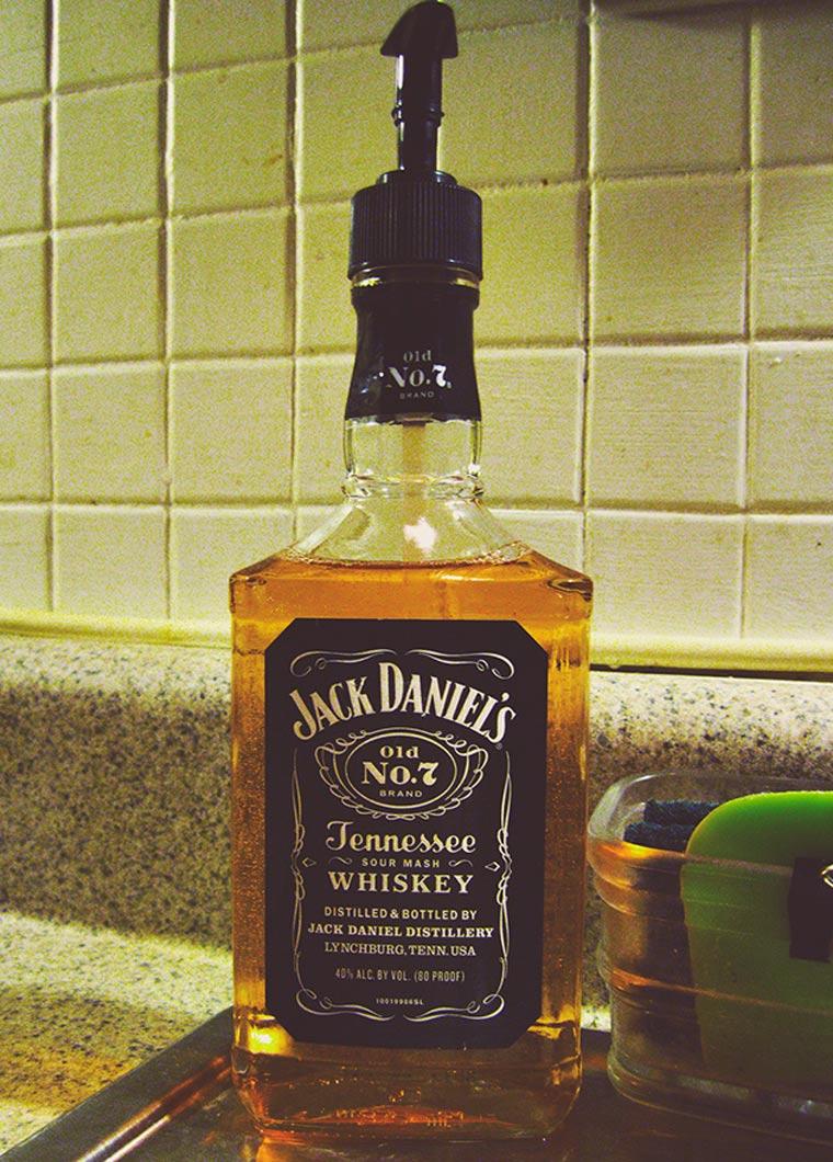 Jack Daniel's Seifenspender Jack_Daniels_Seifenspender_02