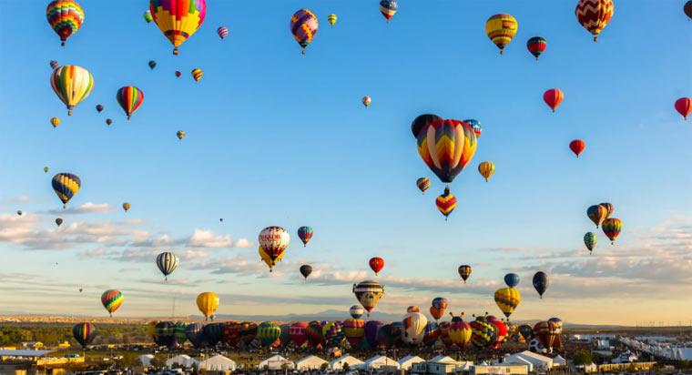 Ein Himmel voller Heißluftballons