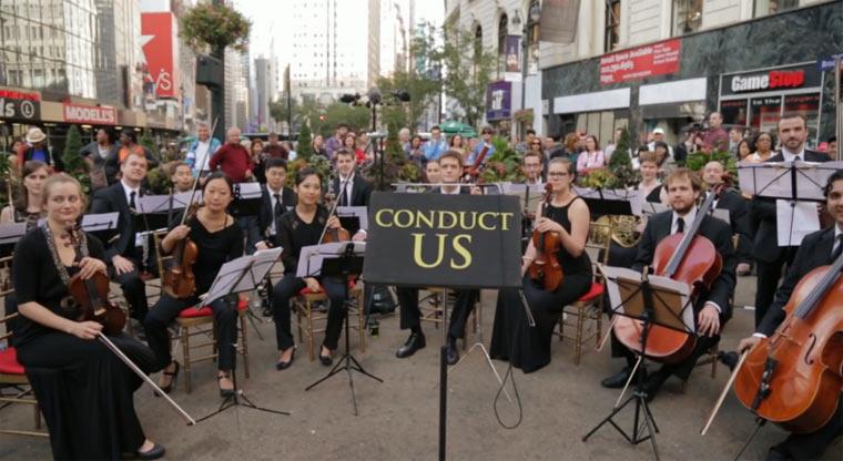 Wenn Passanten ein Orchester leiten dürfen conduct_us_02