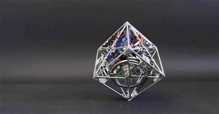 Cubli, der kantenbalancierende Würfel cubli