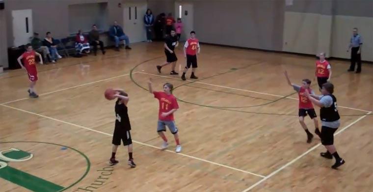 Dicker Glückswurf beim Basketball dicker_glueckswurf