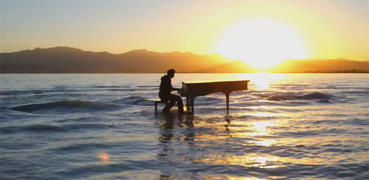 Dubstep-Klavier spielt auf Seeplatte dubstepklavier