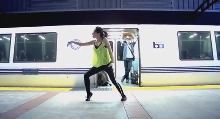 Junge Frau lernt Tanzen innerhalb eines Jahres girldanceinoneyear