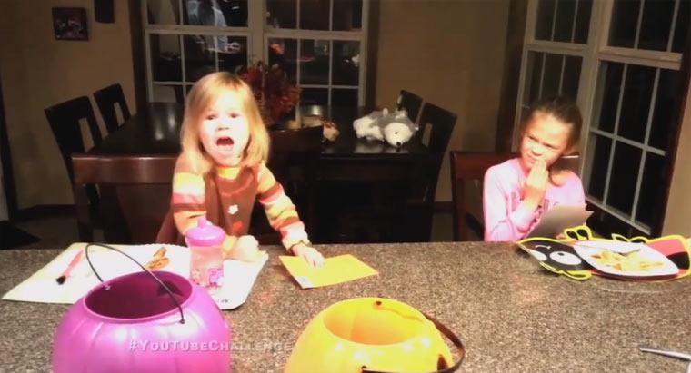 Eltern erzählen ihren Kindern, dass sie alle Halloween-Süßigkeiten verputzt haben