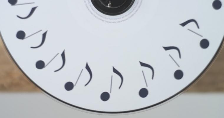 Stopmotion aus 189 drehenden CDs lifeismusic