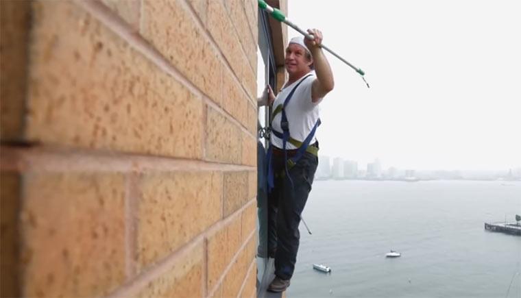 Videoportrait über einen New Yorker Fensterputzer man-on-an-edge