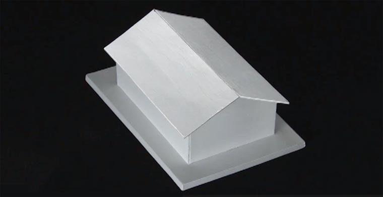 Optische Illusion: das schiefe Dach