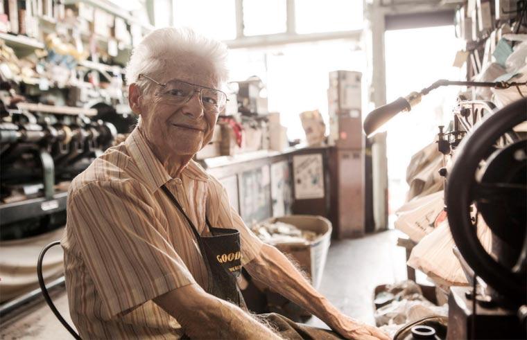 Kurzportrait: der 91-jähriger Schuhmacher the_shoemaker