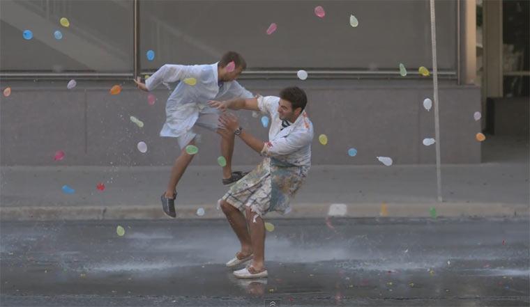 Wasserballonschlacht in Slowmotion