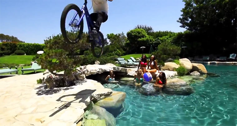 Danny MacAskill in der Playboy-Mansion Danny_MacAskill_Playboy