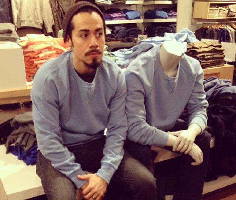 Wenn Männer beim Shoppen auf ihre Frauen warten GAPmannequinProject_01