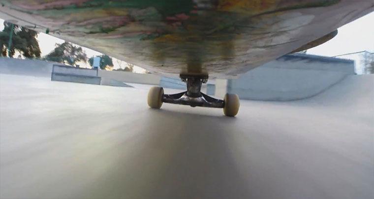 Mit Kamera unterm Skateboard durch den Skatepark KICKFLIP-BS-LIPSLIDE_02