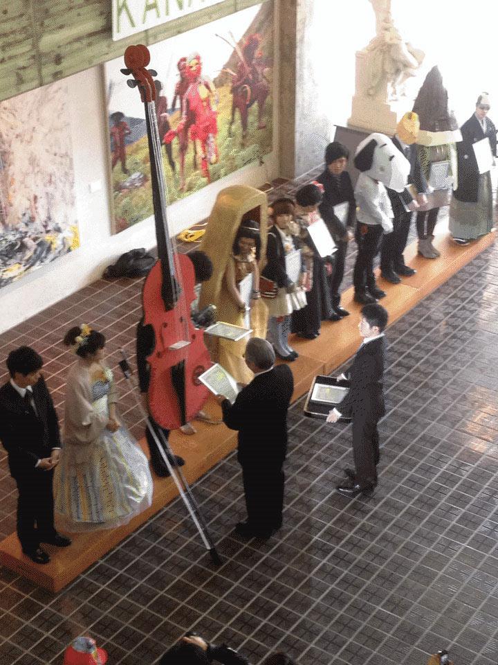 Kunst-Absolventen dürfen tragen, was sie wollen Kanazawa-College-of-Art_04