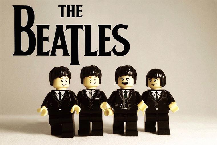 20 ikonische Bands mit LEGO nachgestellt LEGO_Bands_09