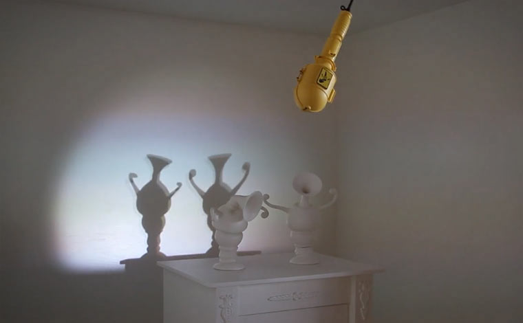 Tanzende Vasenschatten Parade