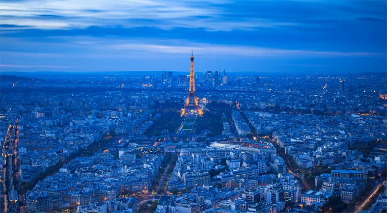 Timelapse: Paris im Nieselregen