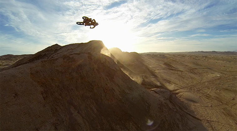 Mit dem Motocross über Dünen fliegen Ronnie_Renner