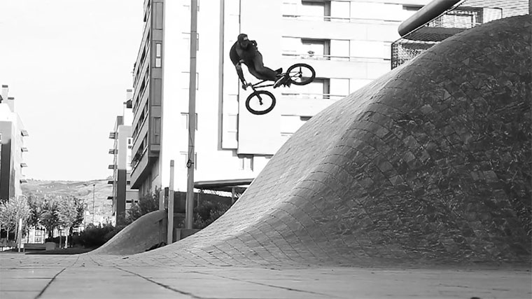 BMX: Adam Blyth - Savakas France