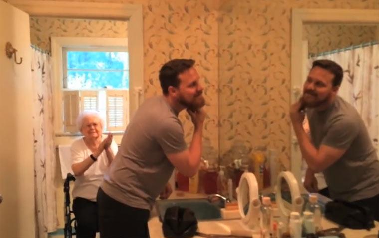 Bartrasieren zum 100. der Oma Shaving_for_100