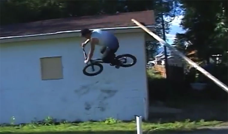 Originelle BMX-Tricks von Tate Roskelley Tate-Roskelley