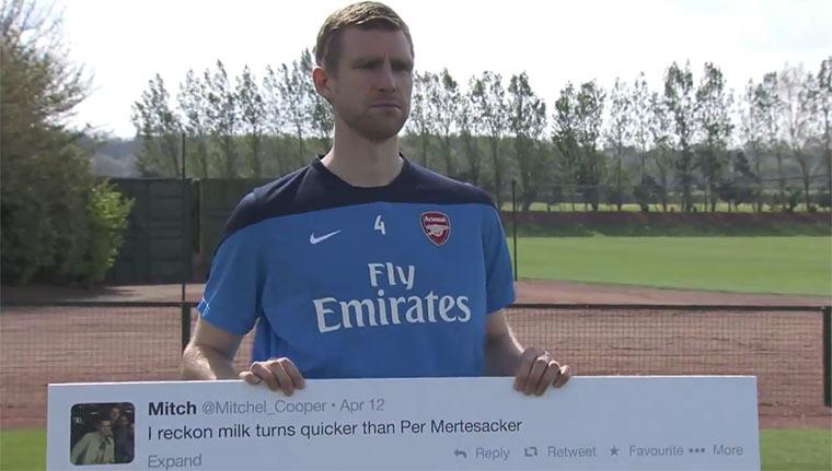 Poldi & Mertesacker stellen sich gemeinen Tweets arsenaltweets