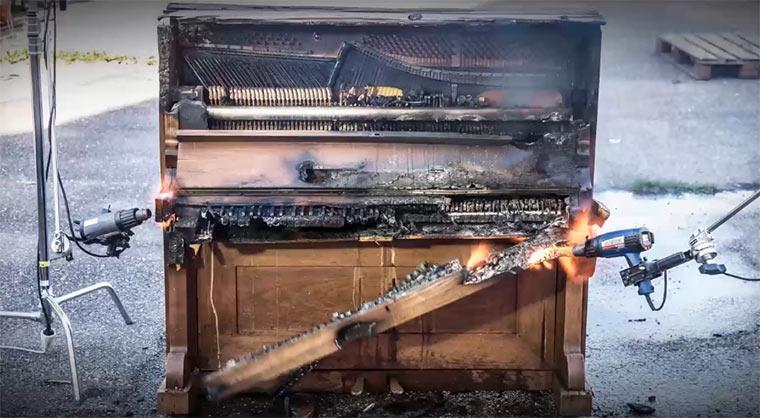 Das verglühende Klavier deconstructedpiano
