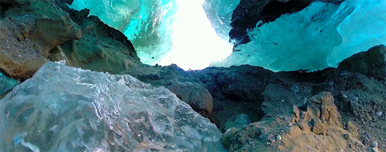 Drohnenflug durch Eishöhlen drone_ice