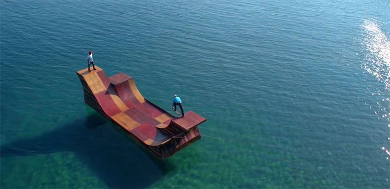Bob Burnquists schwimmende Rampe floating_ramp