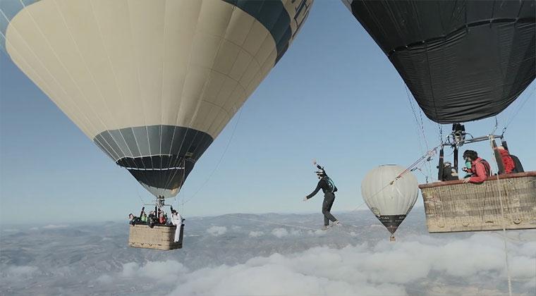 Slackline zwischen zwei Heißluftballons hotballonslackline_01