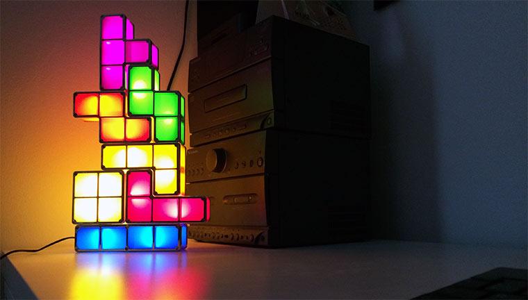 Gewinne geniale gaming gadgets soundsessel air hockey spiel tetris lampe monkey island - Gaming zimmer einrichten ...