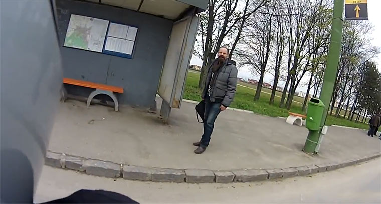 Gute Tat des Tages motorcycle_busstop