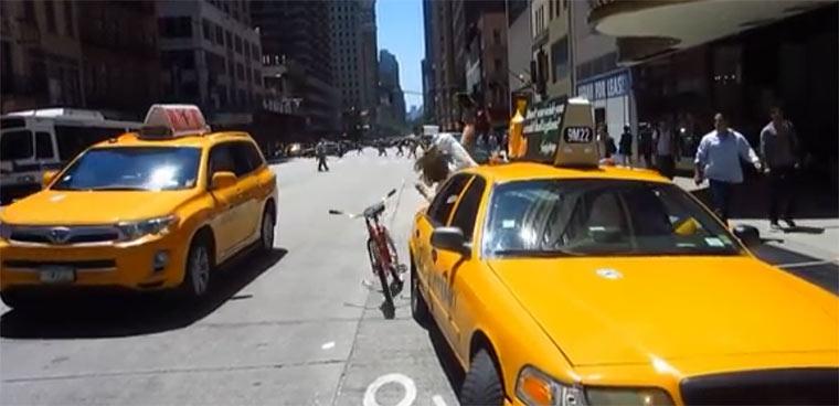 Caisey Neistat fährt mit dem Fahrrad in Hindernisse neistat_bikelanes