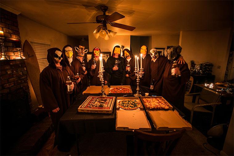 Dem Pizzalieferanten einen Kult vorspielen pizzacult