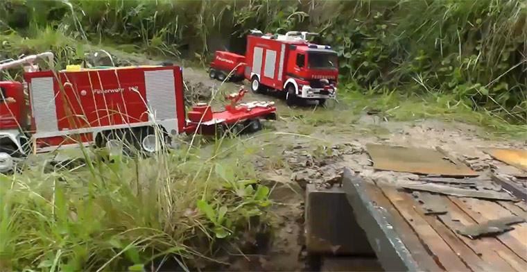 Miniatur-Unfall eines Öltransporters rc_crash_fire