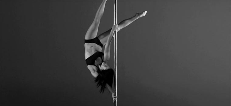 Slowmotion Pole-Dancing
