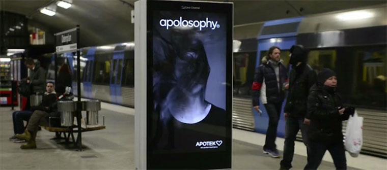 Interaktive Werbesteele reagiert auf U-Bahn