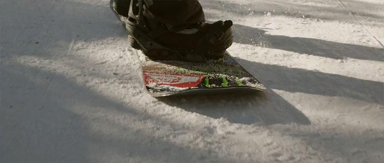 Podladtchikov snowboarded über verschneite Straßen