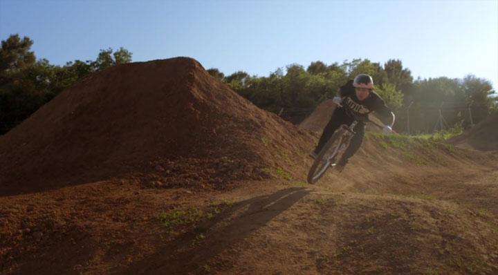 Mountainbike-Fliegen mit Andreu Lacondeguy Andreu_Lacondeguy_CATALONIA