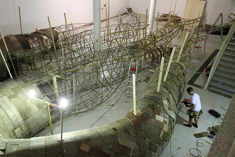 Begehbare Riesen-Holzwurzeln Transarquitetonica_04