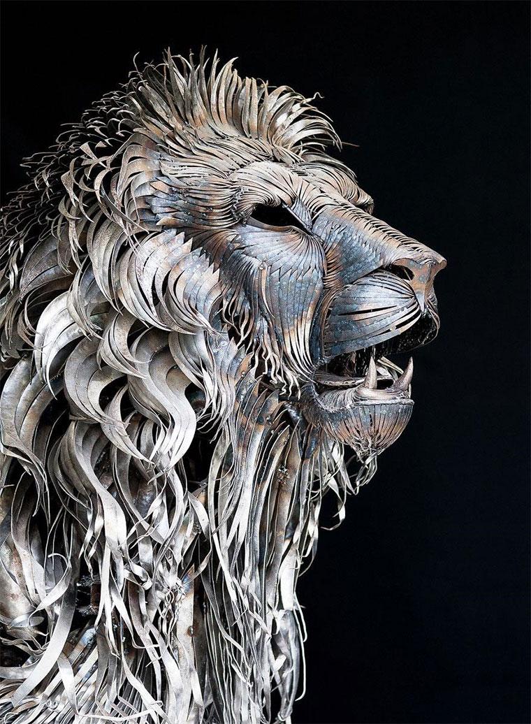Löwenskulptur aus 4.000 Altmetall-Teilen aslan-the-scrapmetallion_03