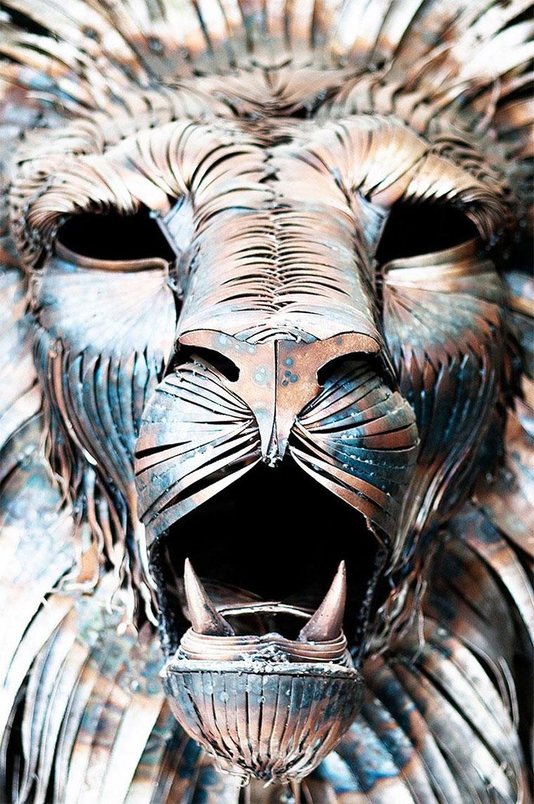 Löwenskulptur aus 4.000 Altmetall-Teilen aslan-the-scrapmetallion_04